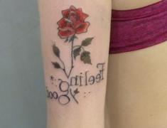Goldie-Tattoo-Tarbes.mars2019.-web.rose-feeling-good.jpg