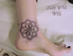 Goldie tattoo tarbes.8.02.2014 mandala cheville [HDTV (1080)site2].jpg