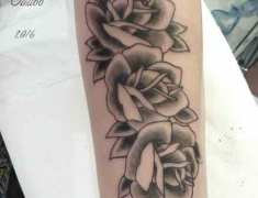 Goldie-Tattoo-Tarbes.juillet2016.roses-old-school..web.jpg