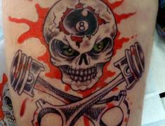 goldie-tattoo-tarbes-22-03-2014old-school-pistons-skull-hdtv-1080site2.jpg