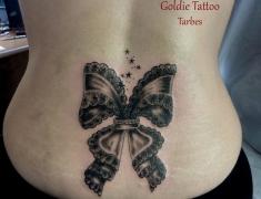 goldie-tattoo-tarbes-9-3-2014noeud-dentelle-creux-de-reins-hdtv-1080site2.jpg