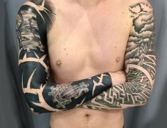 Goldie-Tattoo-Tarbes.mars2019.web.-2-bras-puzzle-et-labyrinthe.jpg