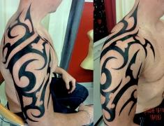 goldie-tattoo-tarbes-12-2013-bras-epaule-tribal-hdtv-1080site2.jpg