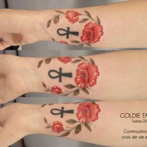 GOLDIE-TATTOO-Tarbes.mai2018.-web.continuation-croix-de-vie-par-coquelicots